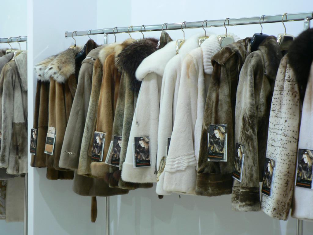 Выставка продажа пальто 4
